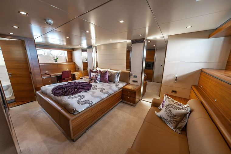 SEA AXIS Yacht Charter - VIP King Stateroom