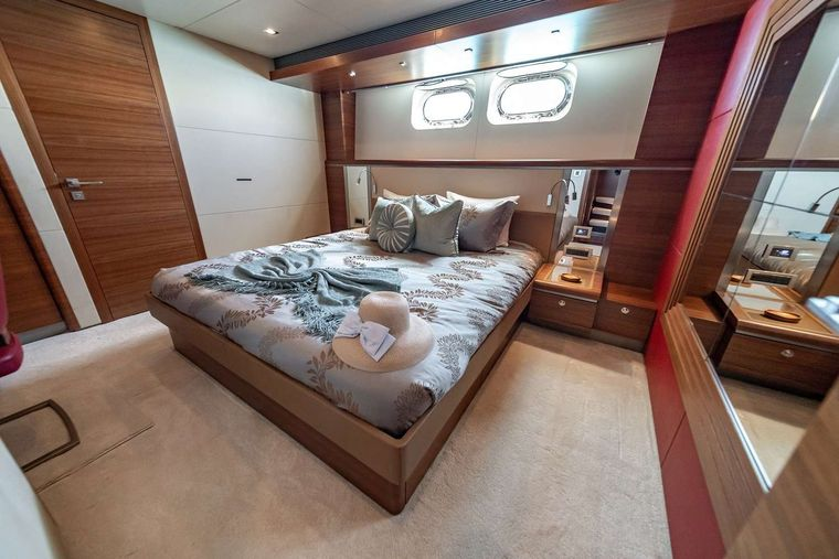 SEA AXIS Yacht Charter - King Stateroom Mid Ship