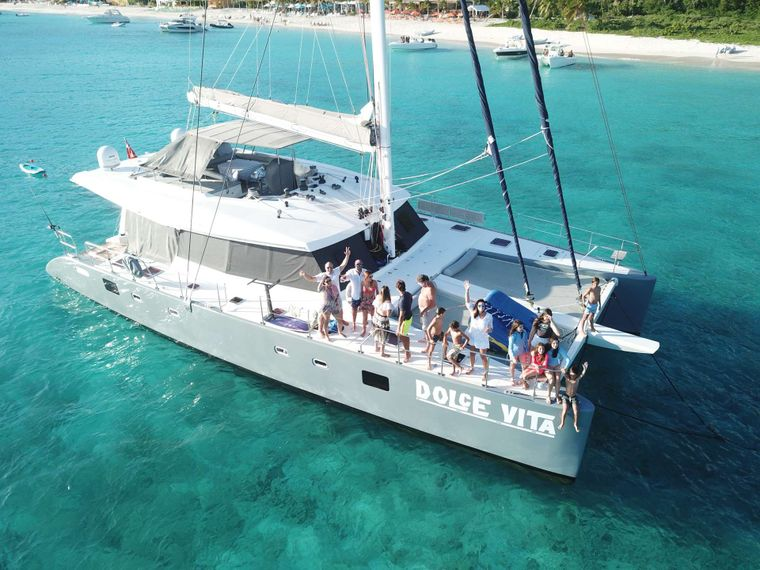 DOLCEVITACAT Yacht Charter - Gather with family and friends