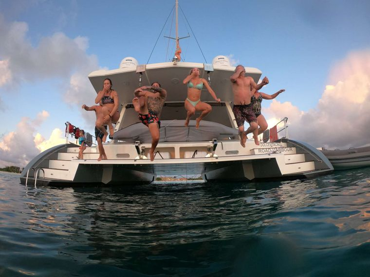 DOLCEVITACAT Yacht Charter - Taking the plunge