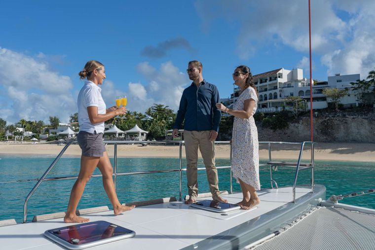 DOLCEVITACAT Yacht Charter - Cocktails on the bow!