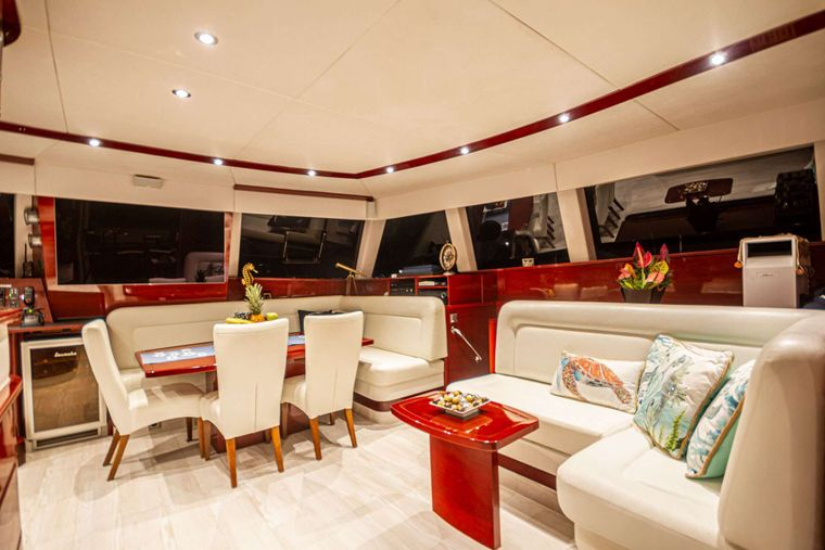 DOLCEVITACAT Yacht Charter - salon setee and dining table