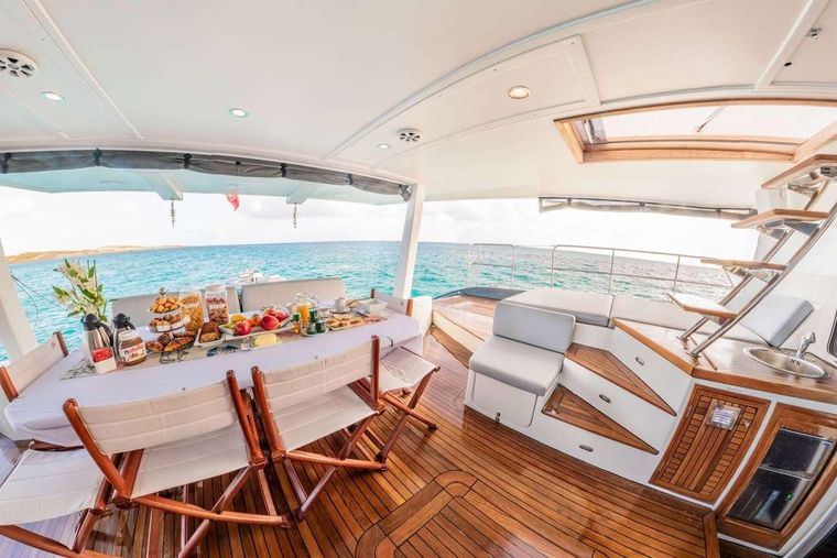 DOLCEVITACAT Yacht Charter - aft deck seating, dining and lounging