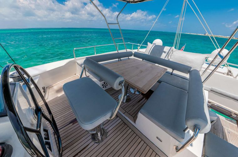 DOLCEVITACAT Yacht Charter - Flybridge for lounging and sunbathing
