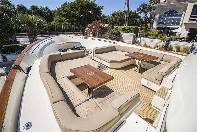 NOMADA Yacht Charter - Foredeck