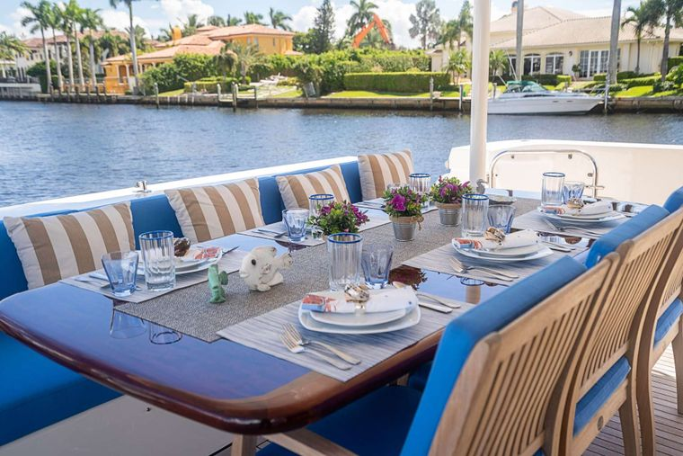 TRUE NORTH Yacht Charter - Aft deck dining