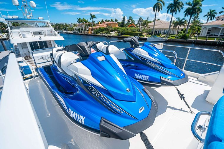 TRUE NORTH Yacht Charter - Wave runners