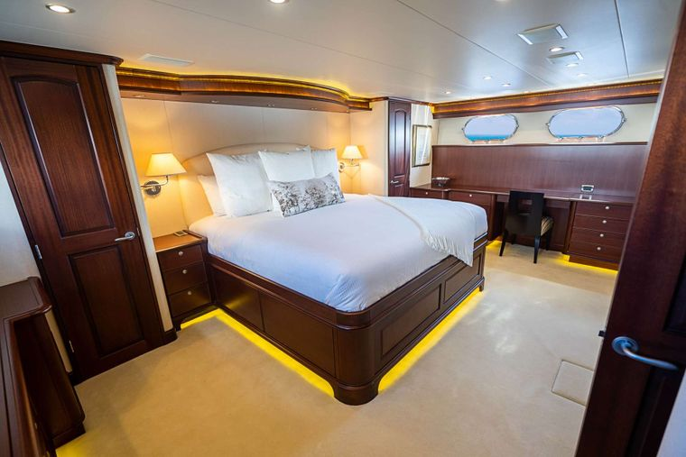 TRUE NORTH Yacht Charter - Master Cabin