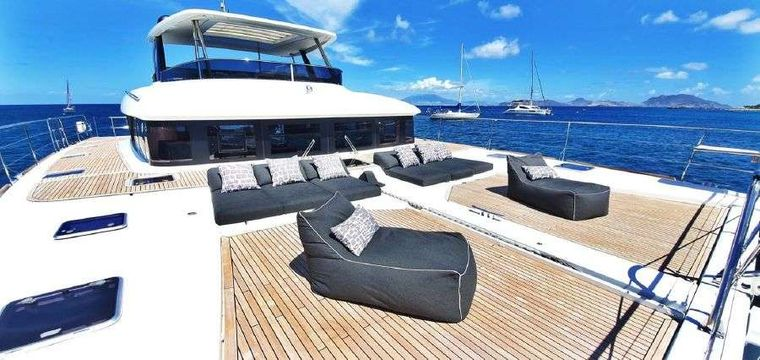 MARE BLU Yacht Charter - Comfortable sunloungers