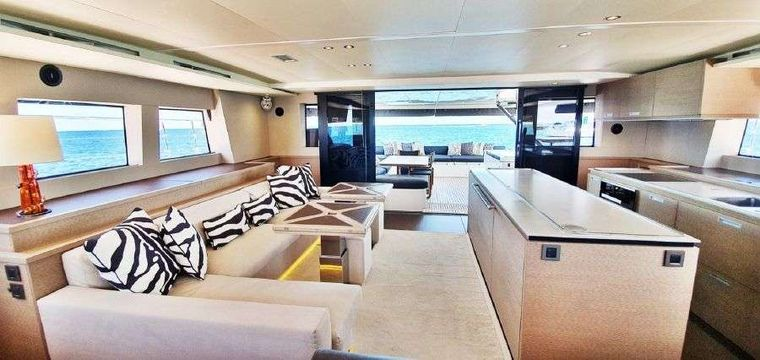 MARE BLU Yacht Charter - Bright and sunny salon with comfortable seating