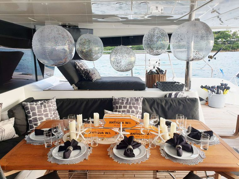 MARE BLU Yacht Charter - Aft Deck Dining area