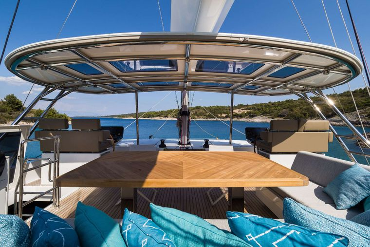 VULPINO Yacht Charter - FLY BRIDGE