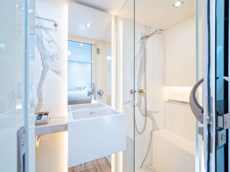 VULPINO Yacht Charter - MASTER BATHROOM