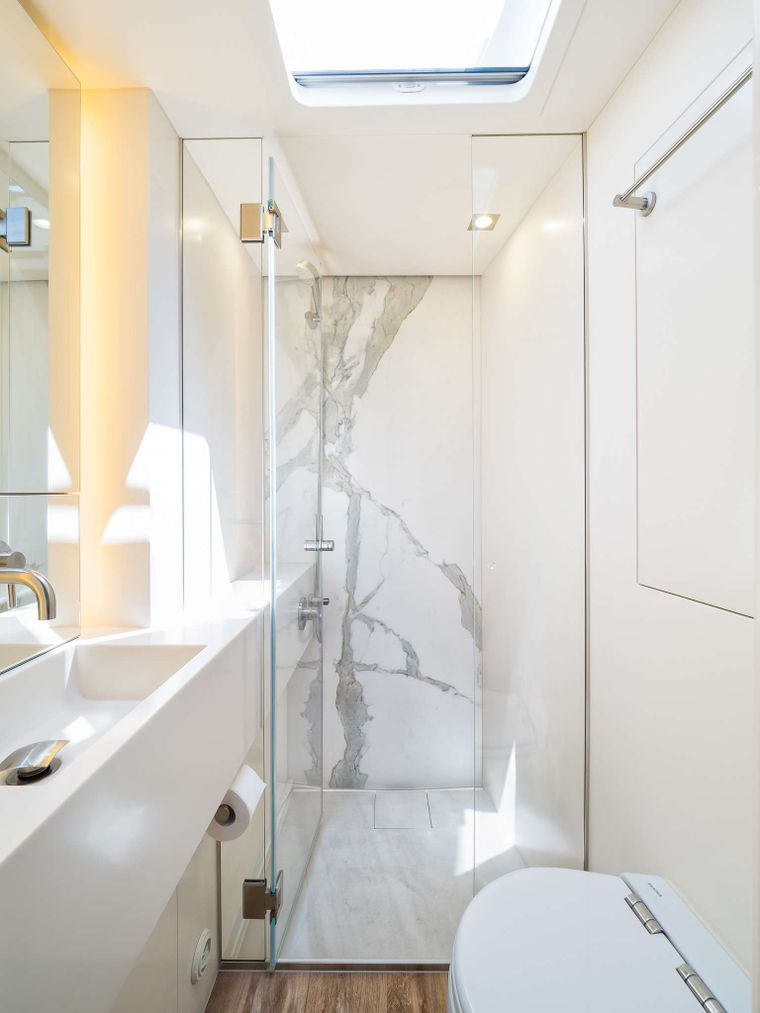 VULPINO Yacht Charter - GUEST BATHROOM