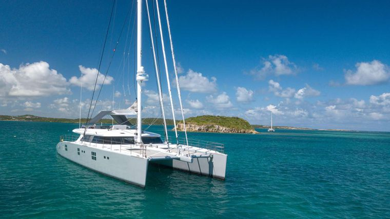Che Yacht Charter - Ritzy Charters