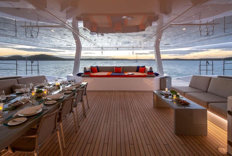 Che Yacht Charter - Aft Deck Dining