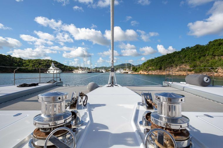 Che Yacht Charter - Foredeck