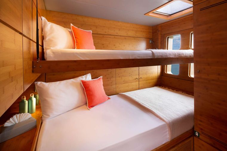 Che Yacht Charter - Double Cabin with Pullman