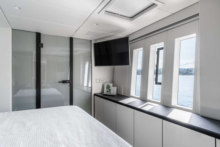 ABOVE Yacht Charter - Guest Cabin