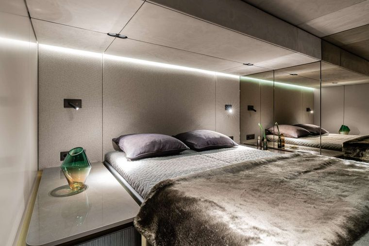 OTOCTONE 80 Yacht Charter - Front Cabin