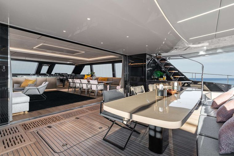 OTOCTONE 80 Yacht Charter - Cockpit