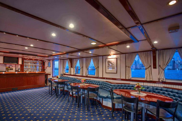 ARABELLA Yacht Charter - Dine and Dance