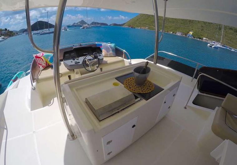 VYVO Yacht Charter - Flybridge helm and BBQ