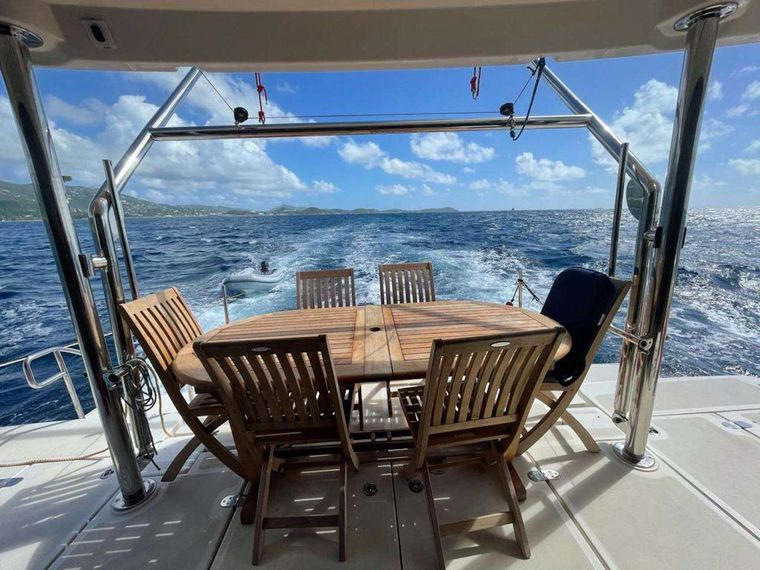 VYVO Yacht Charter - Aft deck seating and dining