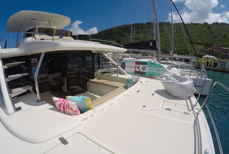 VYVO Yacht Charter - Foredeck and forward cockpit seating