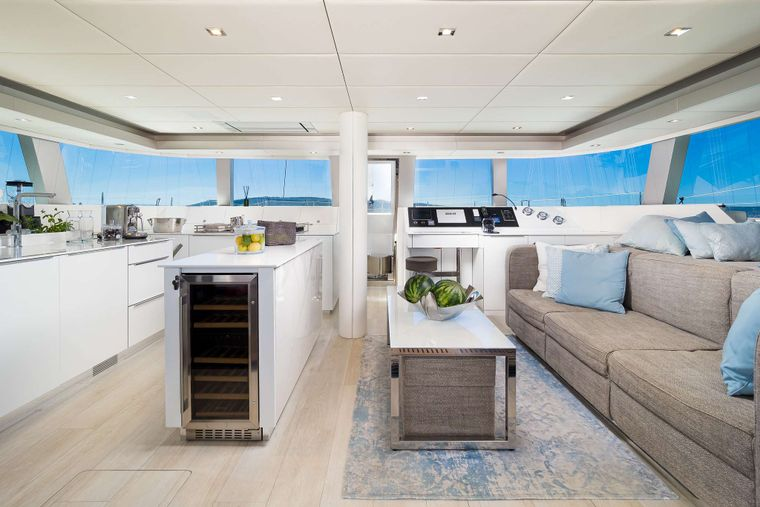 SOLITAIRE Yacht Charter - Saloon