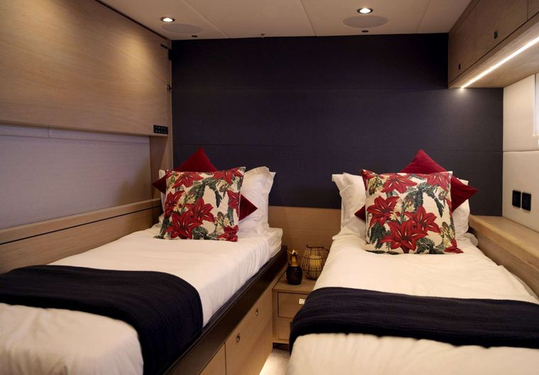 Oyster 825 Yacht Charter - CH - Aft Guest Cabin 2