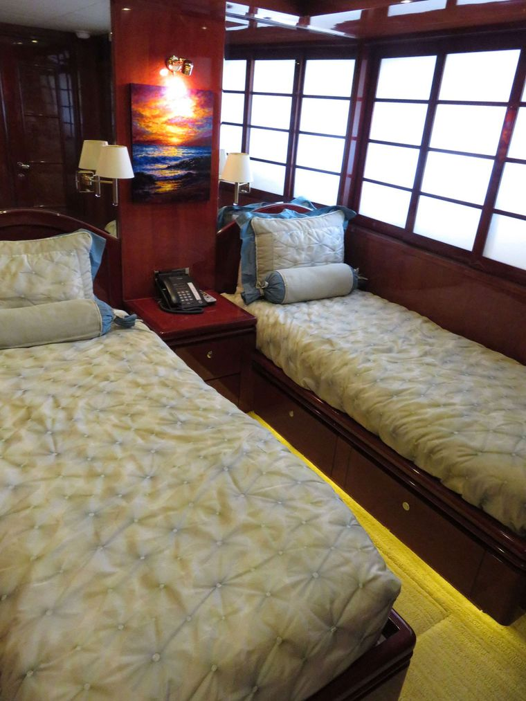 JusMad Yacht Charter - Twin