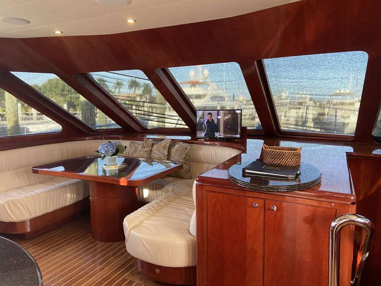 JusMad Yacht Charter - Country Kitchen Sette