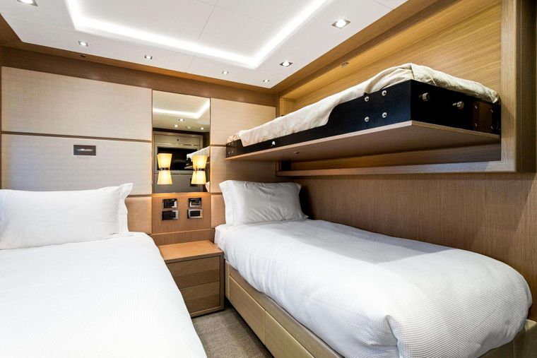 FRATELLI Yacht Charter - Twin Cabin with Pullman