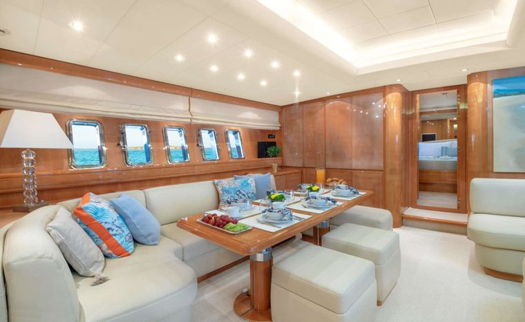 TURN ON Yacht Charter - Dining