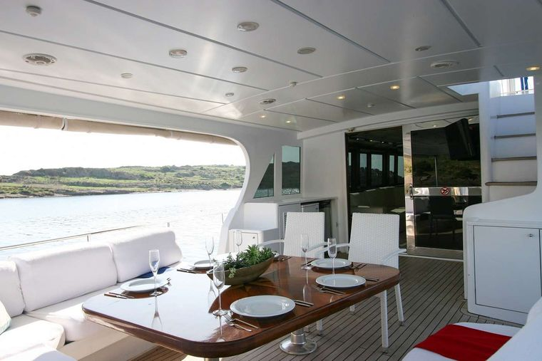 CANEREN Yacht Charter - Aft Seating Area