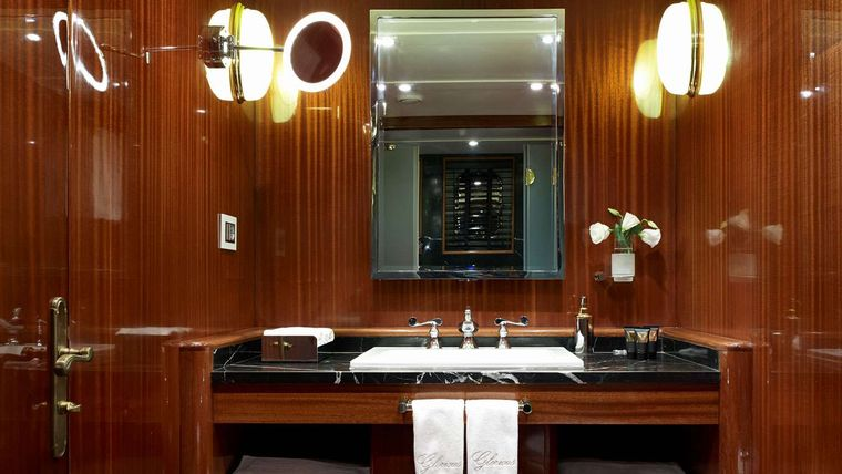GLORIOUS II Yacht Charter - Guest Cabin Bathroom