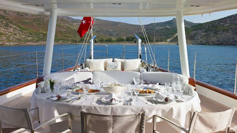 GLORIOUS II Yacht Charter - Aft Seating Area