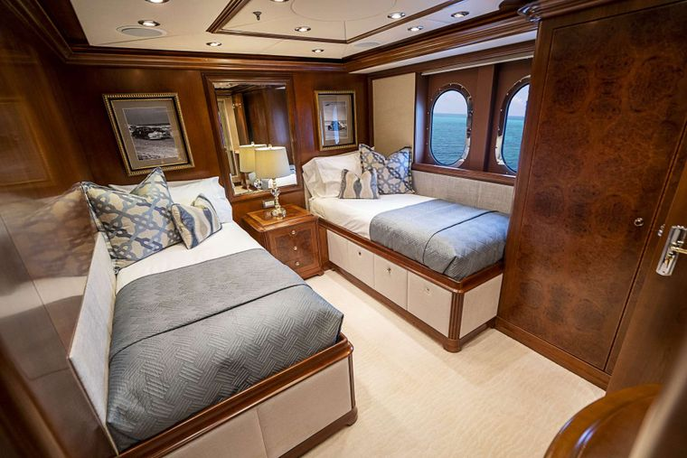 DREAM Yacht Charter - Twin guest stateroom