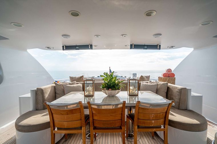 DREAM Yacht Charter - Flybridge dining and seating