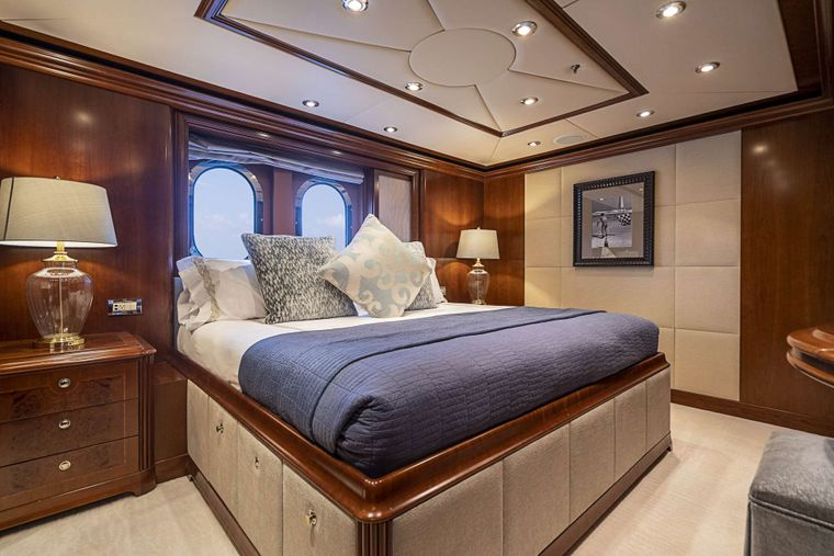 DREAM Yacht Charter - King guest stateroom