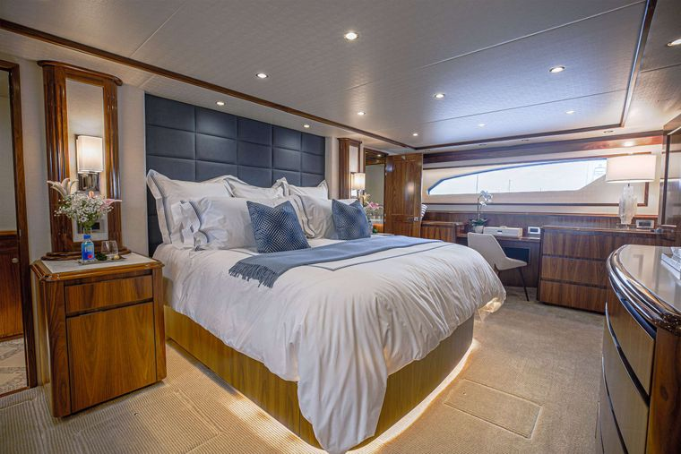 SPECULATOR 92 Yacht Charter - Master King Stateroom