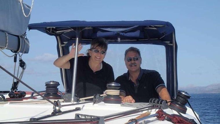 ALIZÉ Yacht Charter - Your crew at the helm