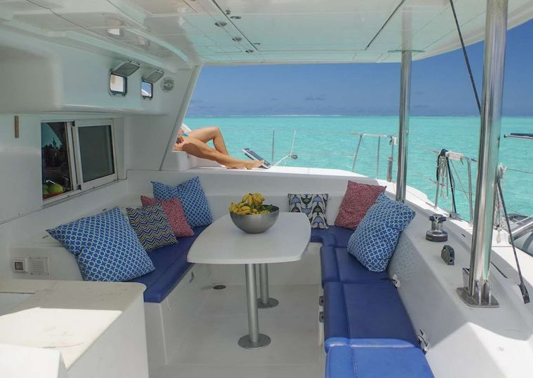 ALIZÉ Yacht Charter - Aft lounging and dining