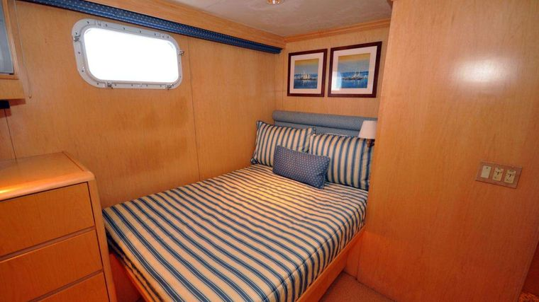 LUCKY STARS Yacht Charter - Guest stateroom