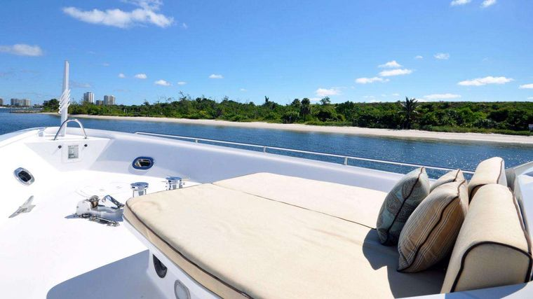 LUCKY STARS Yacht Charter - Bow with sun pads
