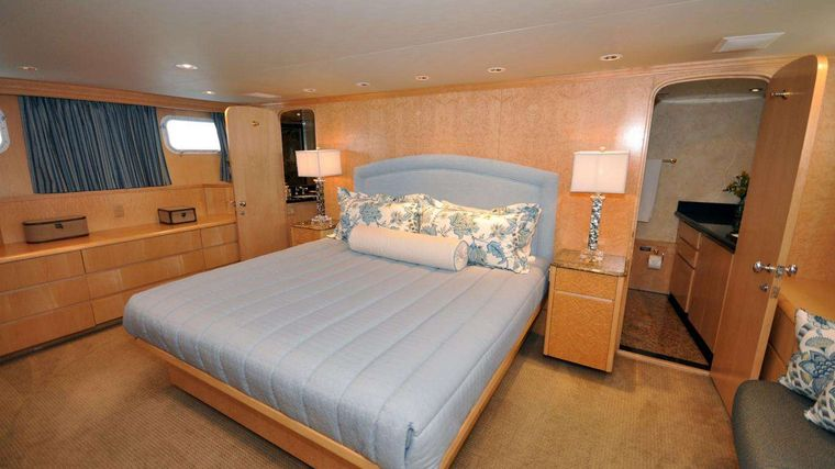LUCKY STARS Yacht Charter - Master King stateroom