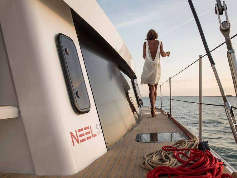 LA LINEA Yacht Charter - Generous deck clearance that leads to a flat foredeck with large trampolines