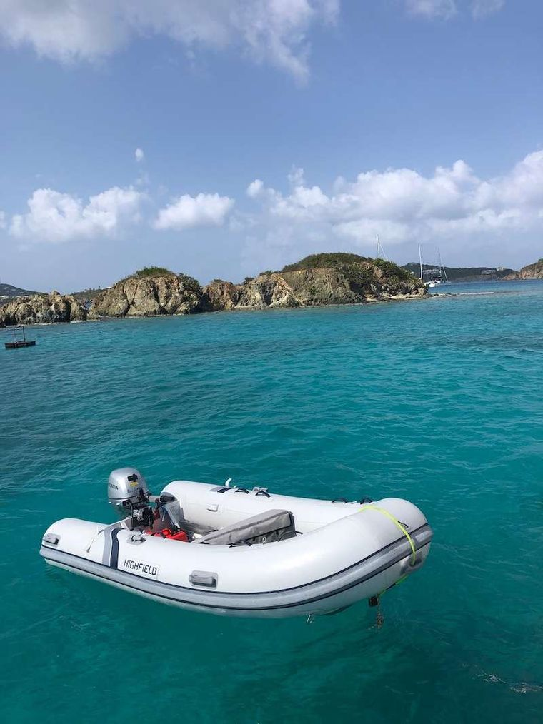 "LA LINEA Yacht Charter - Your ""car"" for the journey"