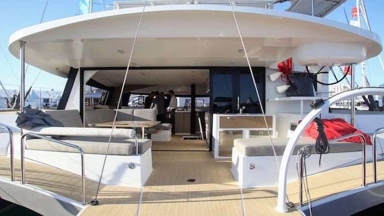 LA LINEA Yacht Charter - Large transoms for fun watersport time - 3 different entry points